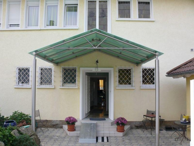 vordach mit seitenwand finest holzvordach bayerischer wald mit seitenwand schrg with vordach. Black Bedroom Furniture Sets. Home Design Ideas